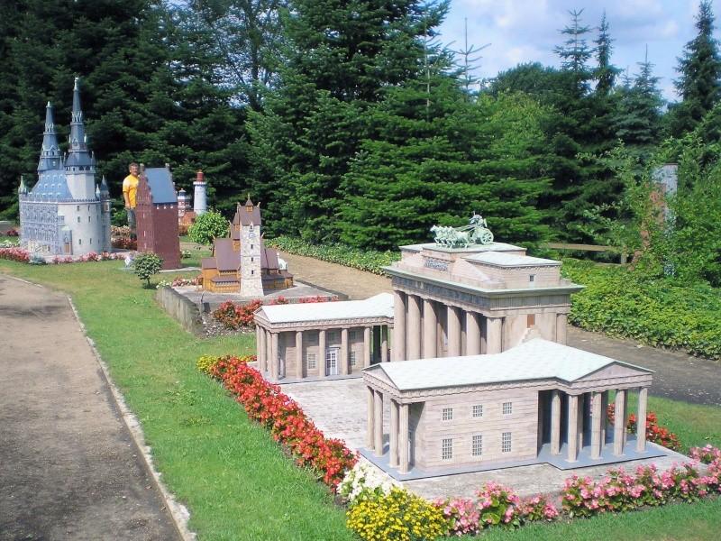 Mini-Born-Park Owschlag - Außenanlage in Spur IIm mit berühmten Gebäuden in 1:25 20060790
