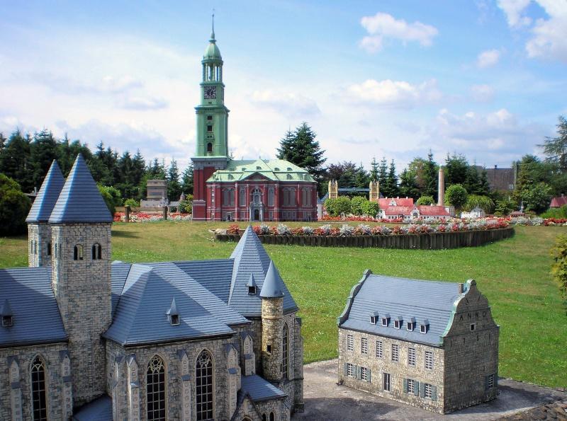 Mini-Born-Park Owschlag - Außenanlage in Spur IIm mit berühmten Gebäuden in 1:25 20060797