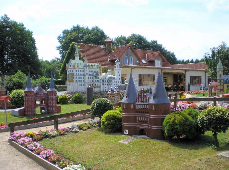 Mini-Born-Park Owschlag - Außenanlage in Spur IIm mit berühmten Gebäuden in 1:25 20060798
