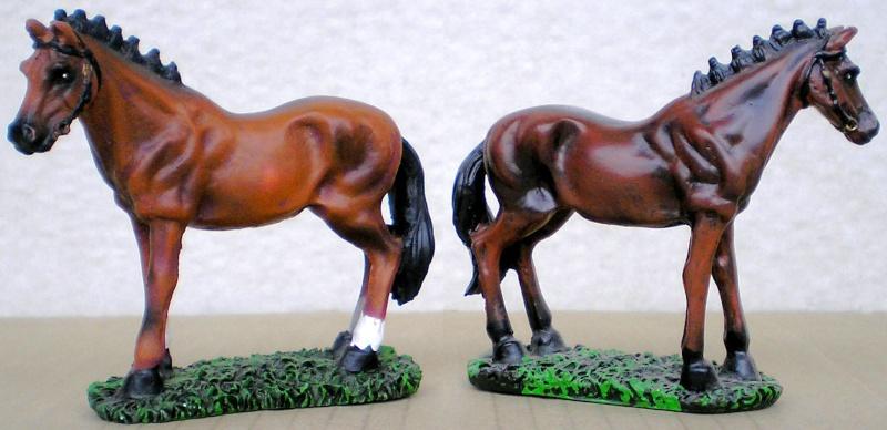 Figuren- & Zubehör-Umbau, Pferd Made in China mit Eigenbau-Sattel, 70 mm Unbeka11
