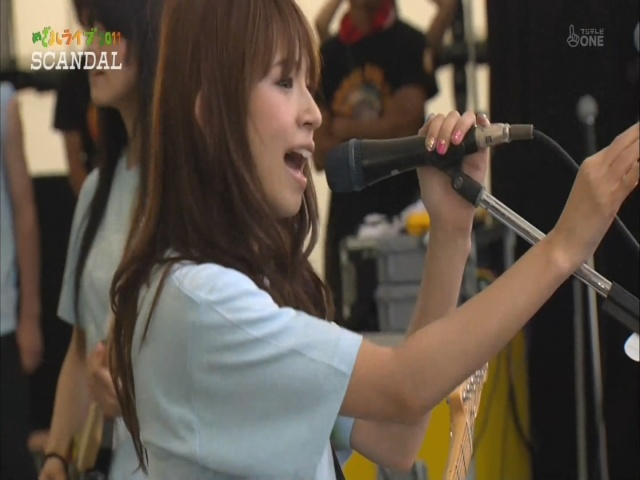 Why does Haruna always reaches infront of her when she sings? Scanda11