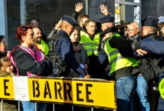 L'action du président Macron - Page 12 Polici10