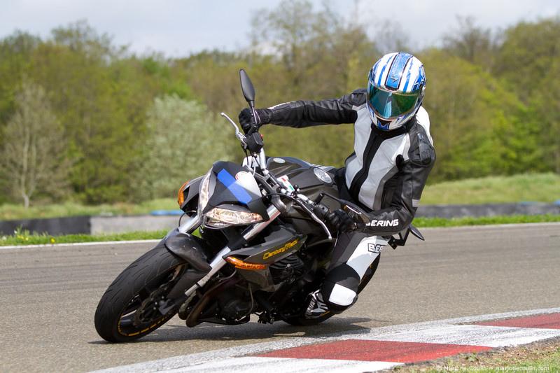 Hello tout le monde ! -> Century Racer  72585511
