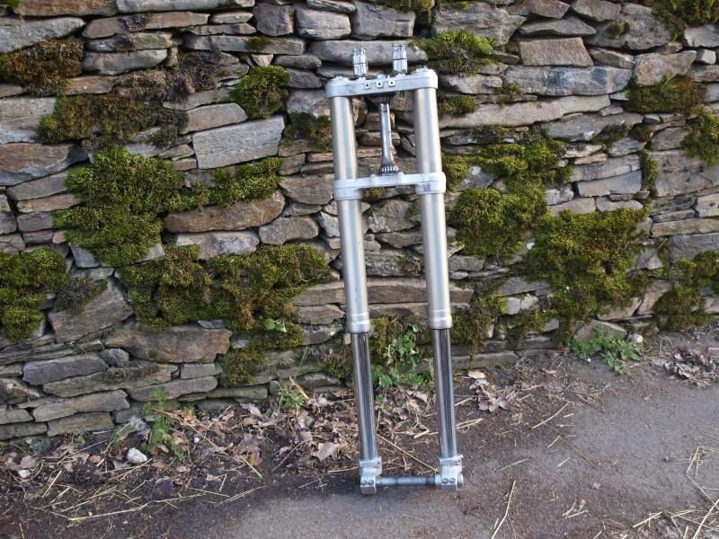 Vend pièces moto husaberg 501 Fe (fourche, roues, amorti...) P3053921