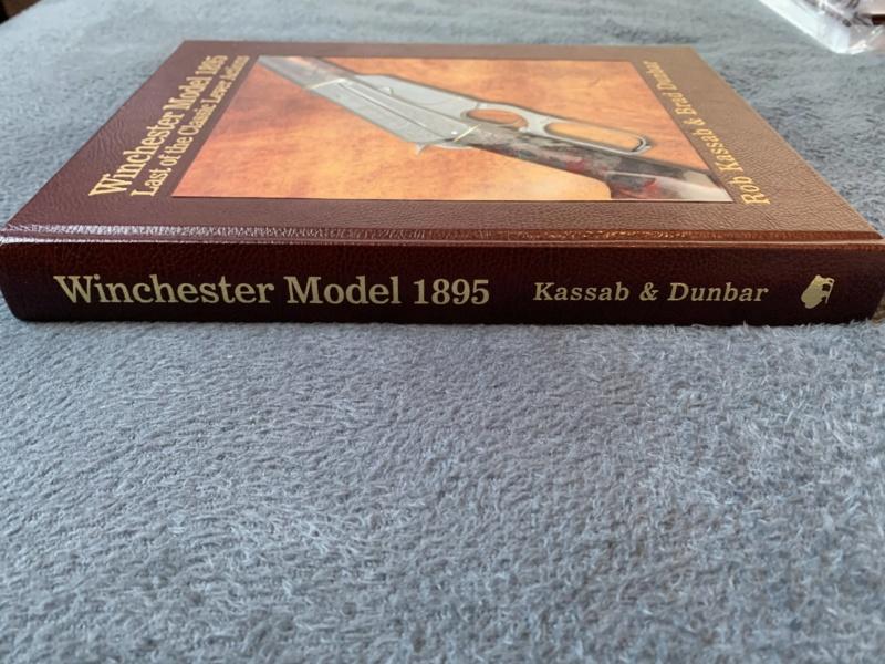 Nouveau livre dédié à la WINchester 1895 (Winchester Model 1895 - Rob Kassab & Brad Dunbar) 20191223