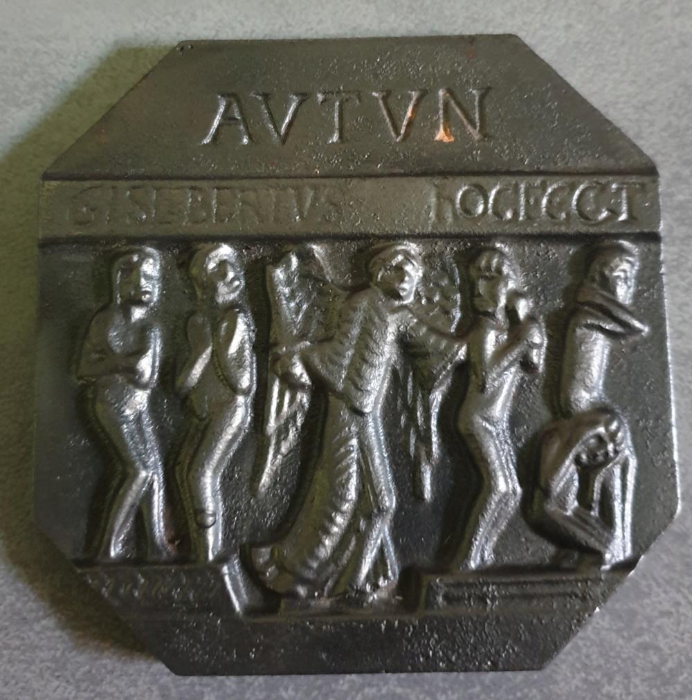 Plaque en fonte avec inscription gislebertus hoc fecit 20190810