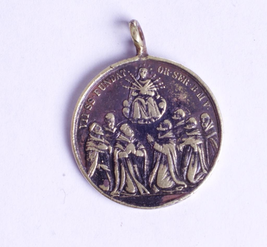 medalla siete santos que fundaron los servitas de Marie Phot9344
