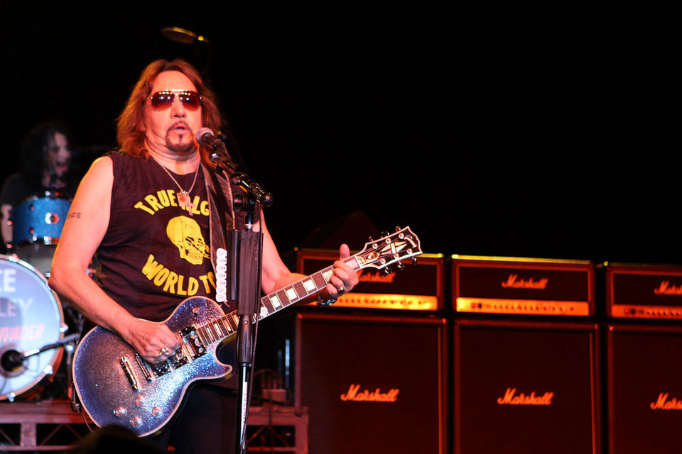 Ace Frehley News ! - Page 13 8f2_0010