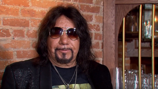 Ace Frehley News ! - Page 12 Acefre22