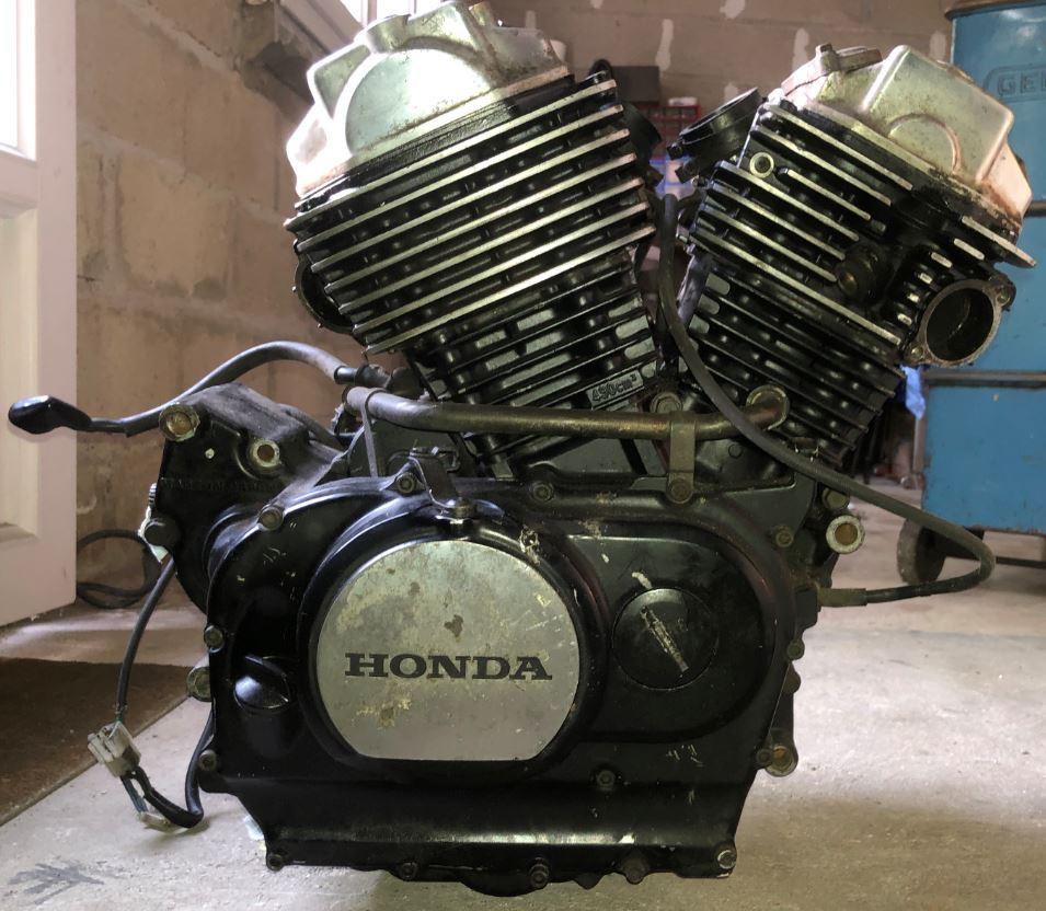 Vends moteur et carbu Honda VT500 110