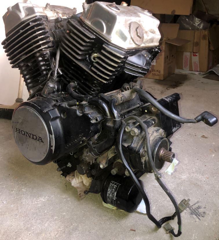 Vends moteur et carbu Honda VT500 210