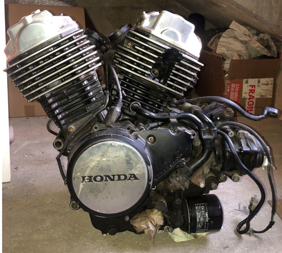 Vends moteur et carbu Honda VT500 310