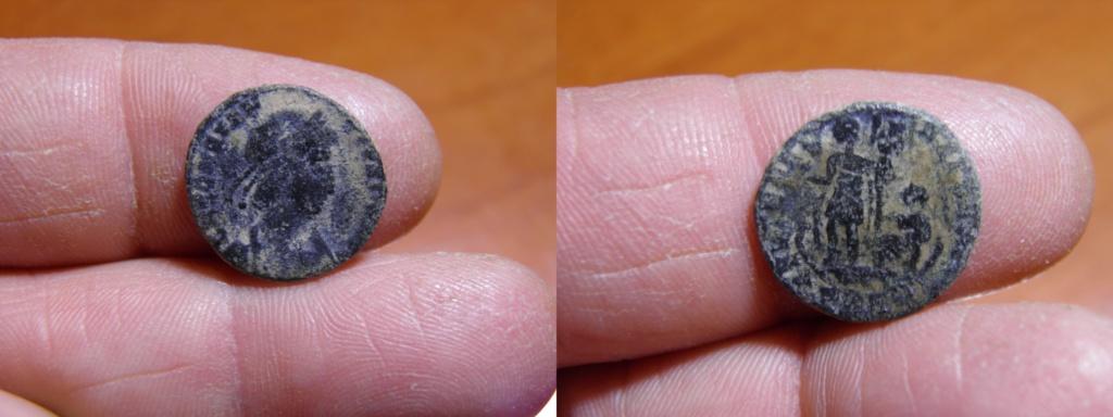 AE4 de Constancio II. FEL TEMP – REPARATIO. Emperador en galera. Arles. P1190710