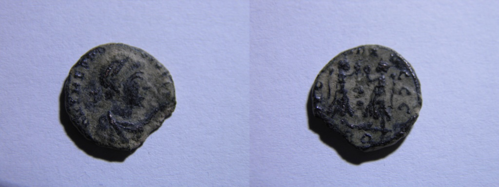 AE4 de Teodosio I. VICTORIA AVGGG. Victorias enfrentadas. Roma Pa300113
