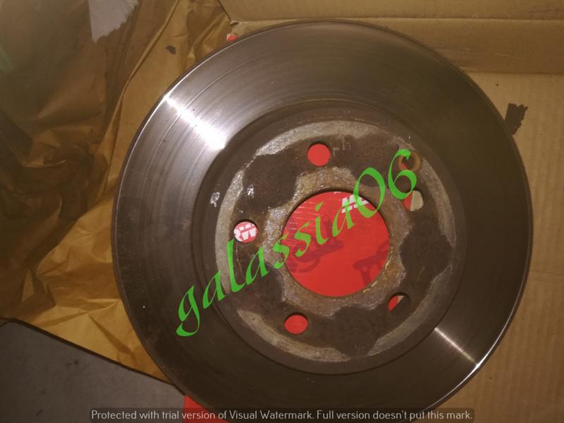 Sostituzione dischi e pastiglie su  C220 W 204 14211