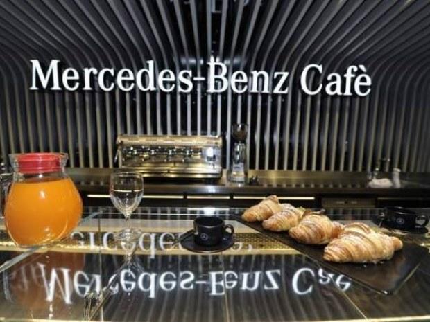 Quattro amici al Bar  , tra discorsi ,  due caffè e musica...!!!  Merced23