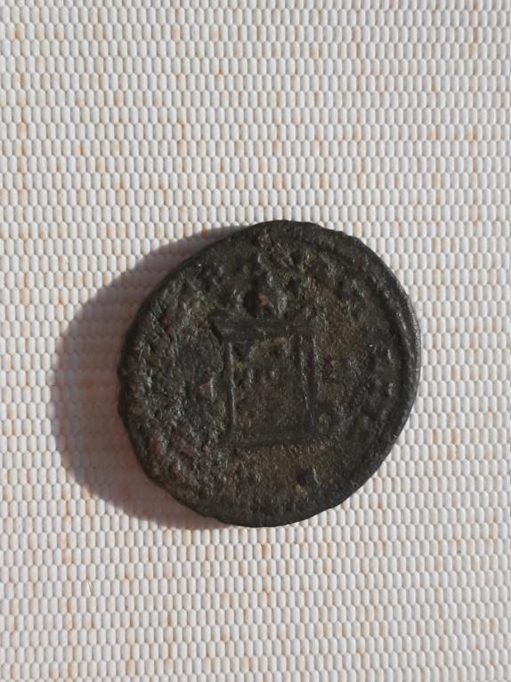 AE3 de Constantino II. BEATA TRANQVILLITAS. Lyon 15830716
