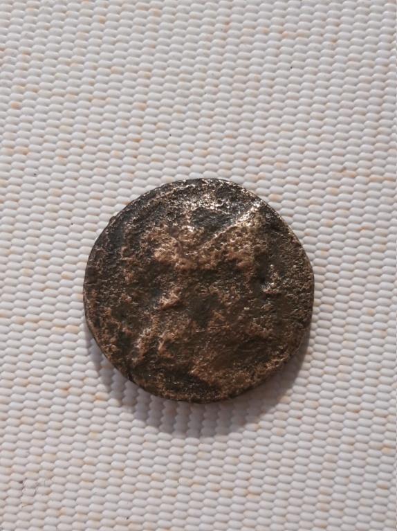 AE16 de Fileteros - Attalos III. Pérgamo 15842815