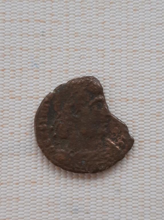 AE3 de Constantino I. GLORIA EXERCITVS. Soldados entre 2 estandartes. Arlés 15844611