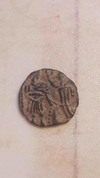 AE3 recortado o cuño bárbaro de Arcadio u Honorio. VIRTVS EXERCITI. Victoria coronando a emperador 20191212