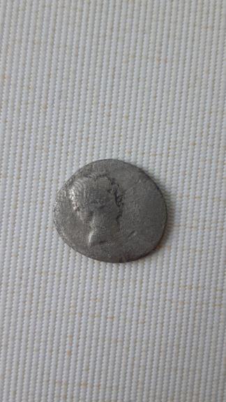 Denario de Lucius Livineius Regulus. Modio entre dos espigas. Roma. 42 a.C. 20200511