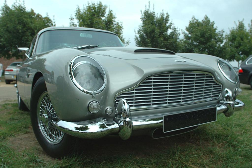 Celles qu'on n'a pas mais qu'on voit (parfois !) sur les routes... Aston-11