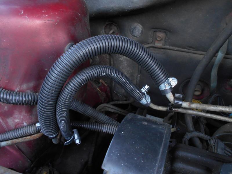 Tuyaux / conduites de carburant / essence, 2.5 L essence S2 1995 Dscn0512