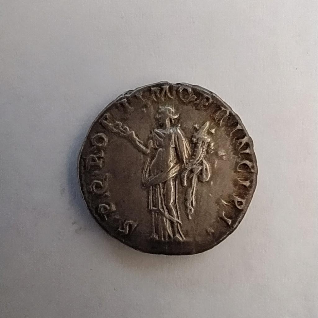 Denario de Trajano. SPQR OPTIMO PRINCIPI. Felicidad a izq. Roma Img_2021