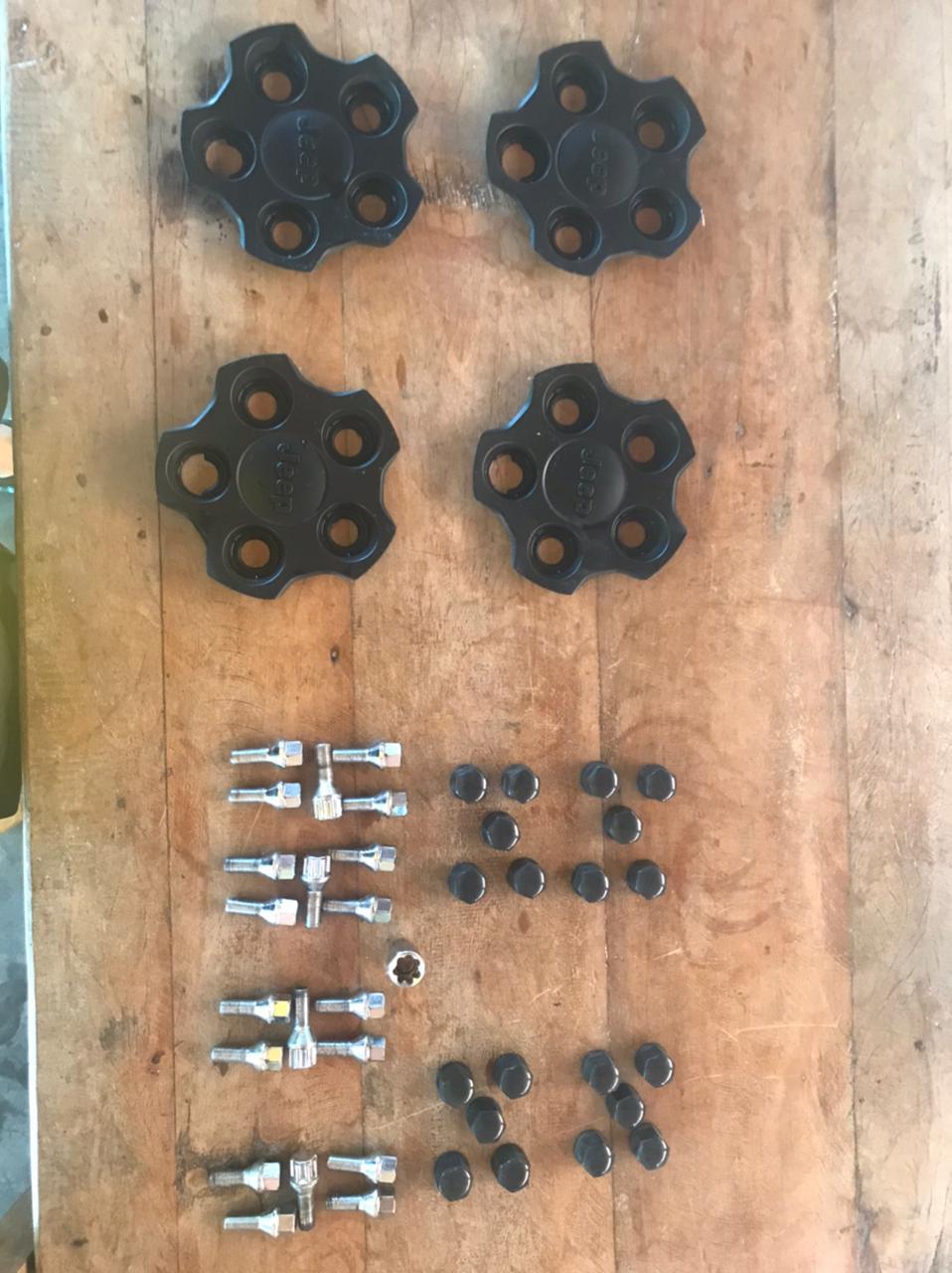 vendo jogo de roda jeep renegade +  4 Pneus 215/70r16 Bf Goodrich All Terrain T/a Ko2 Acesso10