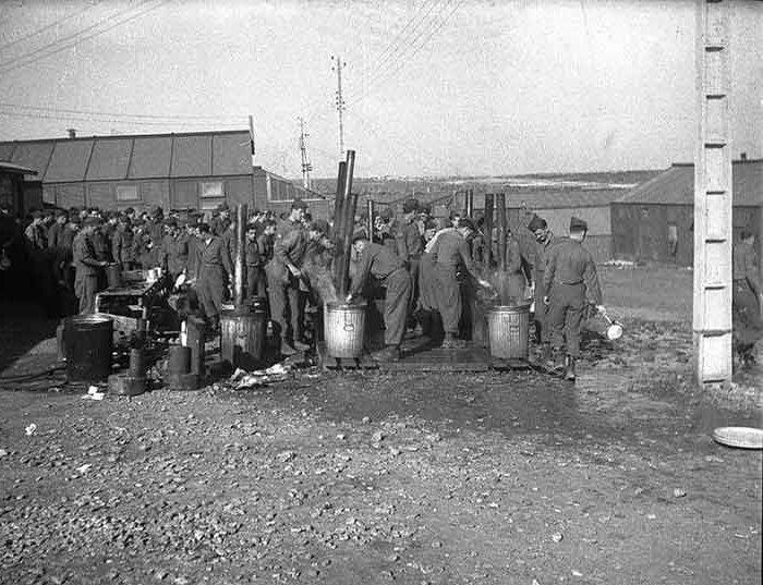 Camp US et de prisonniers (CCPWE 404) de Calas (13) - Page 3 Constr10