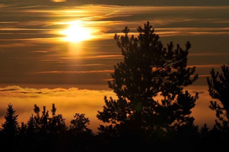 mer de nuage sur coucher de soleil Couche12