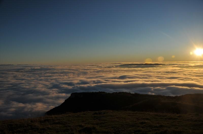 mer de nuage sur coucher de soleil Couche14
