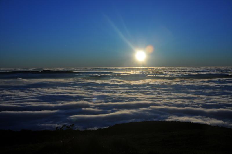 mer de nuage sur coucher de soleil Couche15