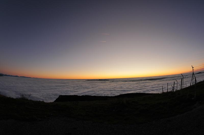 mer de nuage sur coucher de soleil Couche16