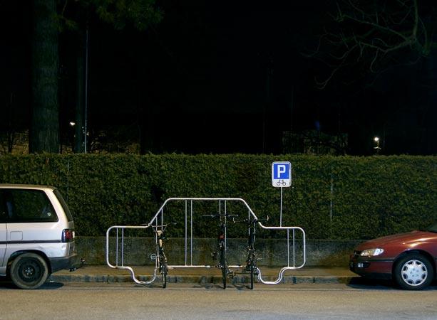 6 vélos contre 1 voiture Vd_00310