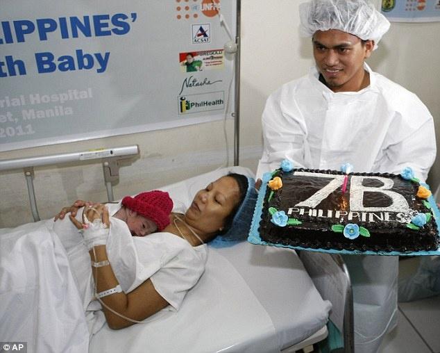 bébé  DANICA la 7ème millardièmes  personnes sur terre  7_2_bm10