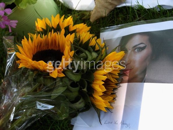 Amy Winehouse dies aged 27 Ffff_b10