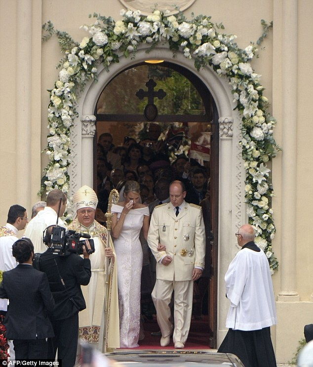 MARIAGE à MONACO  PRINCE ALBERT - CHARLENE Uuuu_b10
