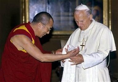 Marche du Dalaï Lama/Lhassa s'enflamme, Pékin l'étouffe - Page 5 Dalai_10