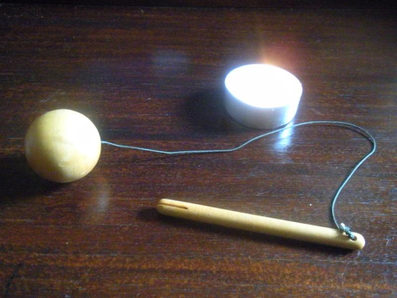 Pendule boule ronde en bois avec manche Pendul11