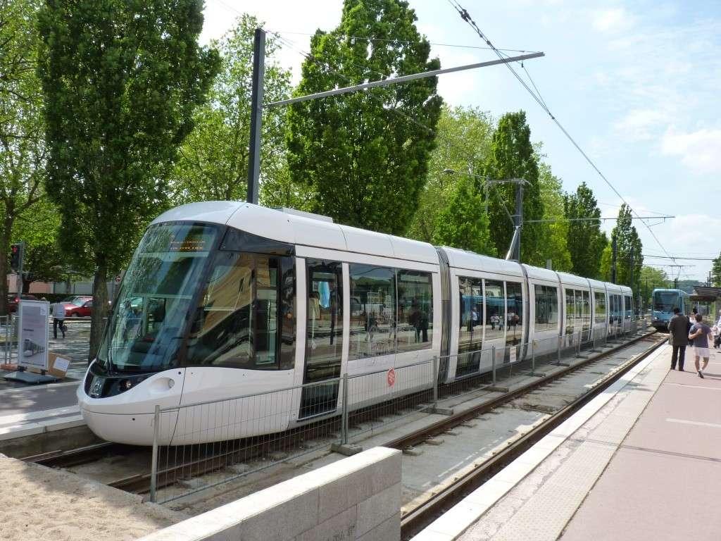 De nouvelles rames de Tram pour 2011-2012 - Page 11 P1020336