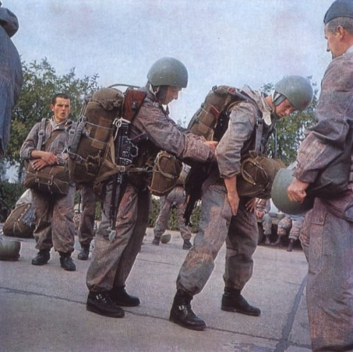 the first paratrooper garment Yougos10