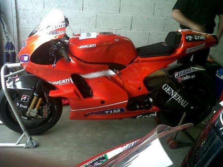 une vraie motogp au circuit de prenois 57454510