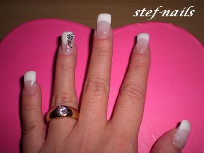 Bukuria e duarve gjendet tek thonjet 65515610
