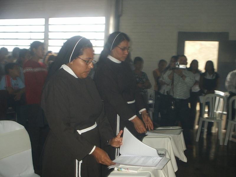Votos Perpetuos de Sor Judith Cruz y Ninfa Aracely Votods11