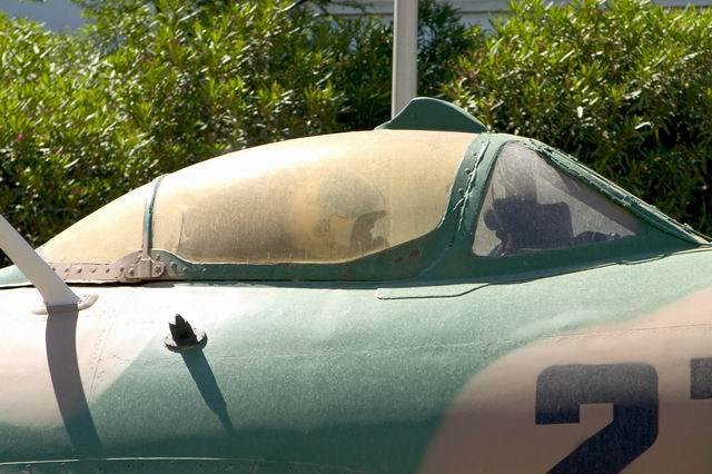 النفاثه السوفيتيه الأولى MIG -15 Resize12