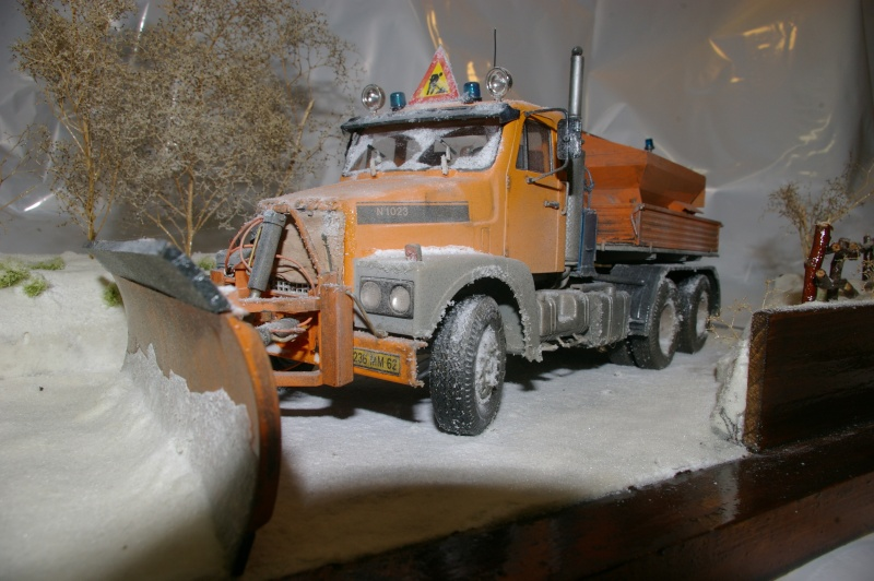 Chasse neige volvo N10 en plein boulot Imgp3037