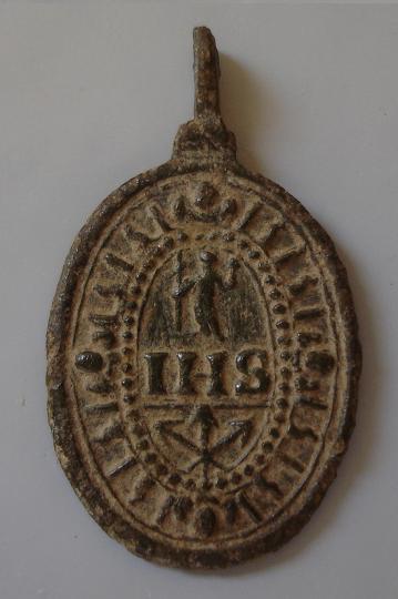 la Vierge en prière sur un croissant de lune - Clous de la crucifixion - XVIIème Dsc00810