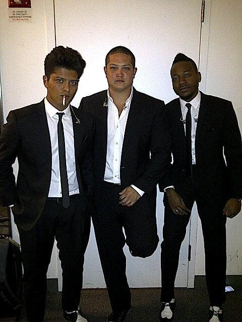 Bruno con su banda :D F94b9410