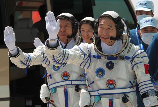 Lancement CZ-2F / Shenzhou-9 à JSLC - Le 16 Juin 2012 - [Succès]   - Page 3 Equipa10
